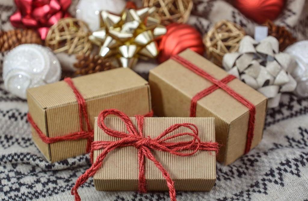 Дарение подарков <br>как знак симпатии и уважения