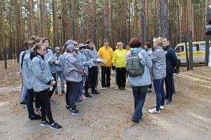 Координация перед началом акции «Живой лес» на «Голубых озерах». Добровольцы Уральского тура Доброй воли вместе с активистами ОНФ.
