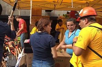 Палатка волонтёров саентологов в Мехиков