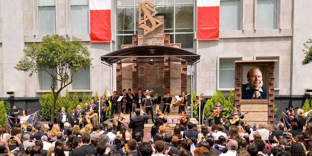 Саентология в Мексике: начало церемонии открытия идеальной организации.