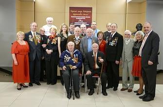 Саентологи Москвы поздравили ветеранов с Днем Победы