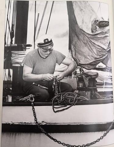 Л.Рон Хаббард на своей яхте. 1946 год.