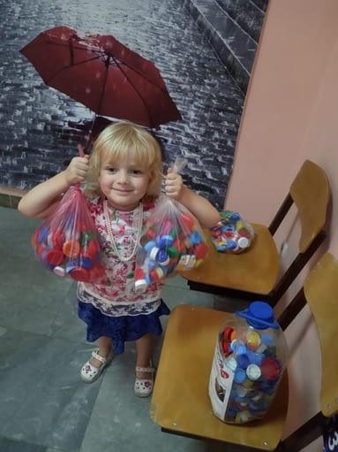 Даша из Тольятти тоже собирает крышечки