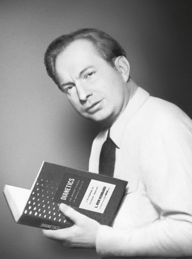 Л.Рон Хаббард с первым изданием книги Дианетика