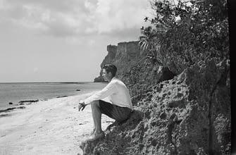 Л. Рон Хаббард на берегу в Тюмон, Гуам, 1927 год