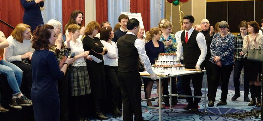 Торт ко дню рождения Л. Рона Хаббарда