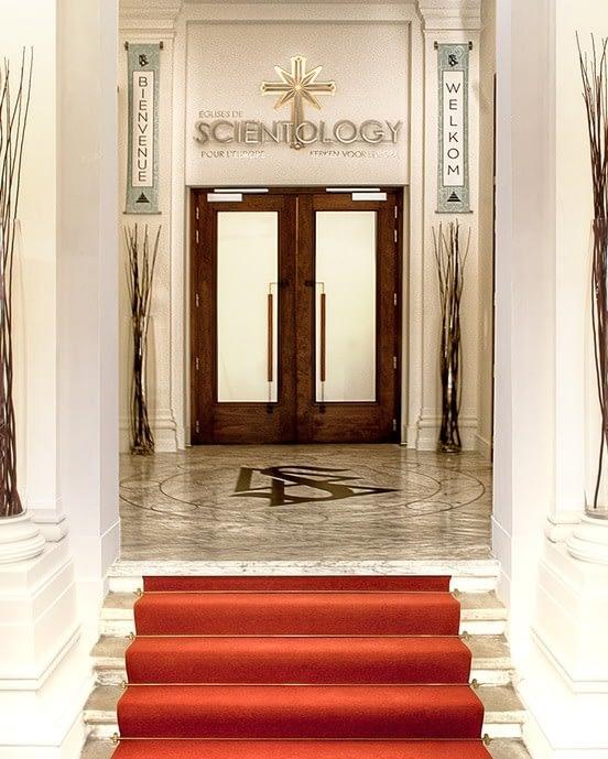 Вход в новую Церковь Саентологии для Европы.