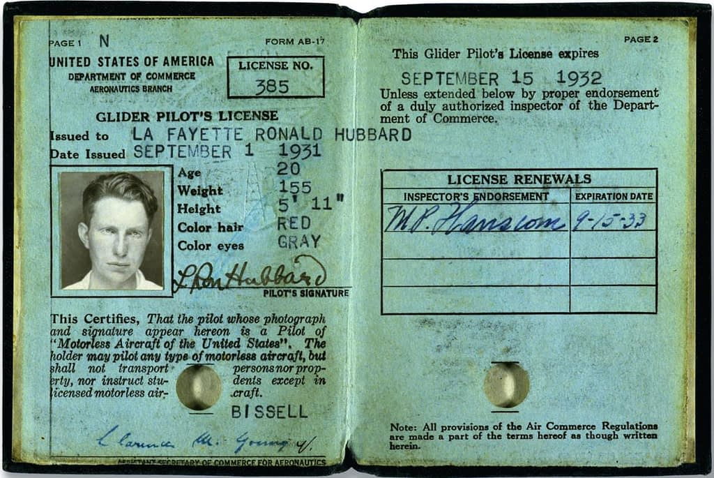 Лицензия Хаббарда для полётов на планере.