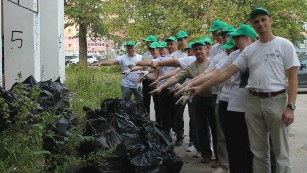 Нижегородские саентологи с результатами субботника по уборке мусора