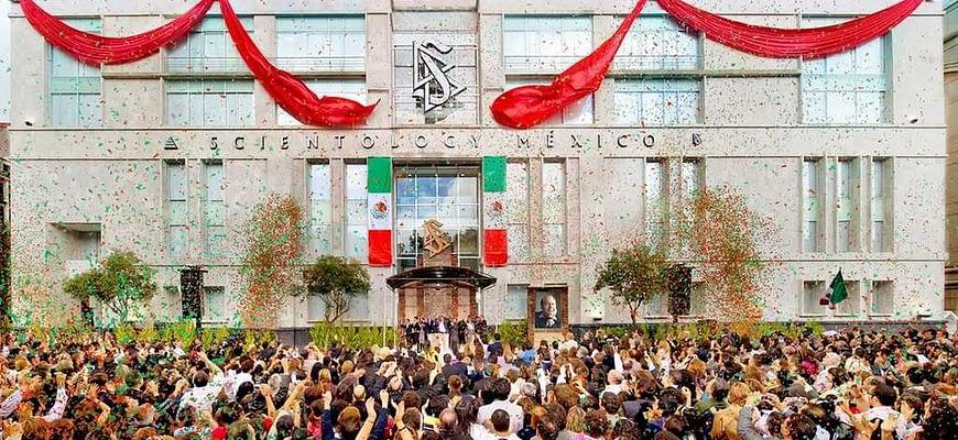 Саентология в Мексике. Момент перерезания ленточки.