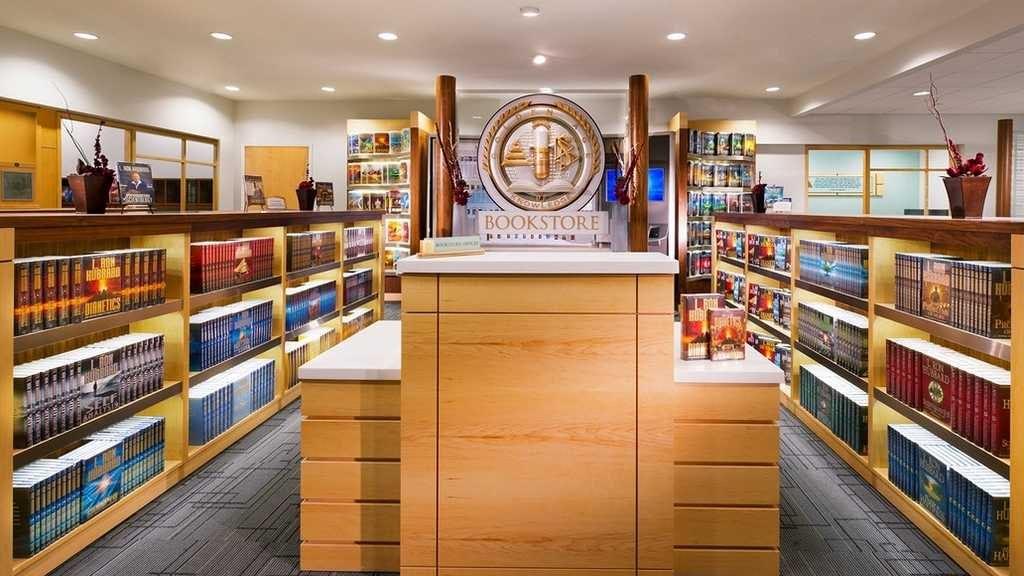 Книжный магазин организации.