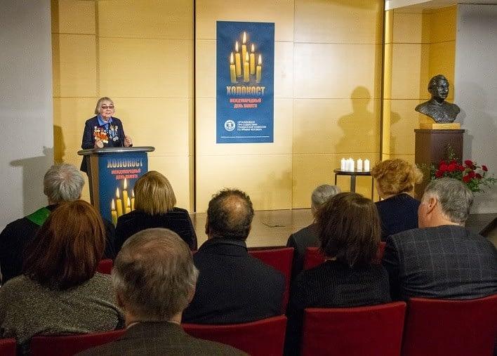 Ксения Максимовна Ольхова выступает на мероприятии памяти жертв Холокоста