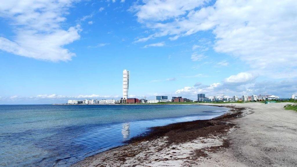 Вид на город с пляжа