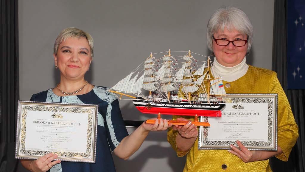 Активисты сообщества с моделью барка «Крузенштерн»